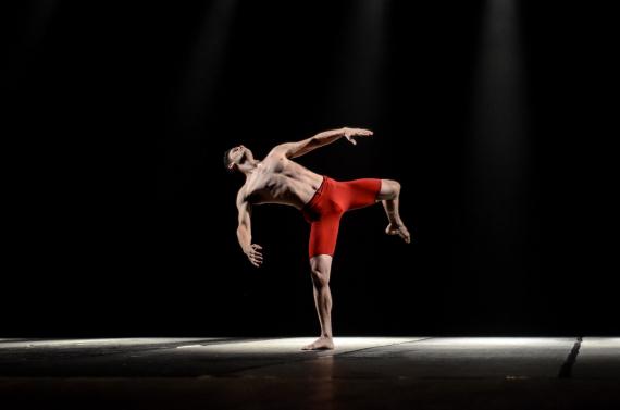 Noite de abertura do Dança Chapecó lotou o Teatro Municipal