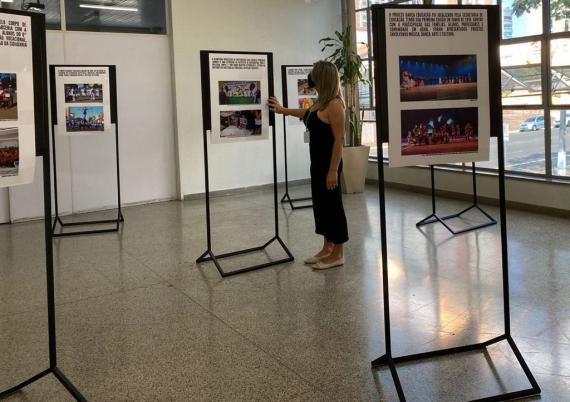 Exposição dos 104 anos de Chapecó na Secretaria de Educação