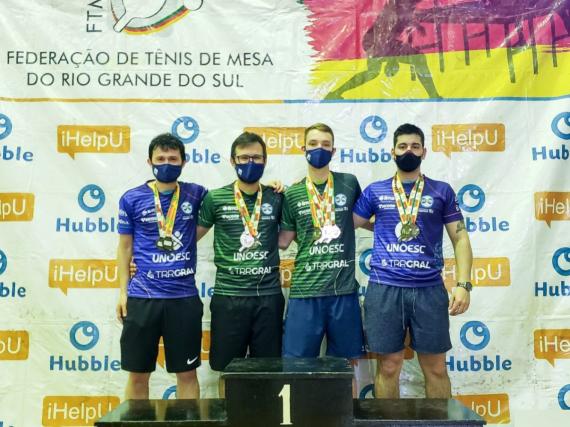 Equipe chapecoense de tênis de mesa conquista dez medalhas no RS