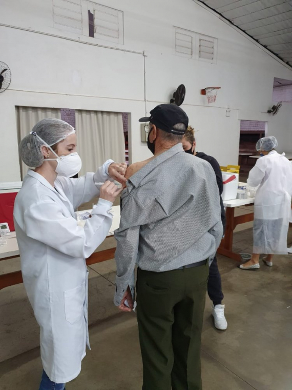 Na manhã desta segunda-feira 870 pessoas receberam a segunda dose da vacina